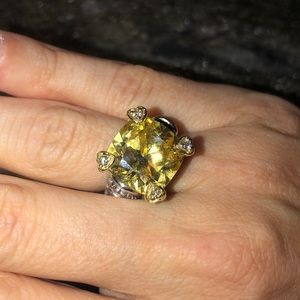 Judith Ripka 18k Gold Yellow Canary Diamond Ring